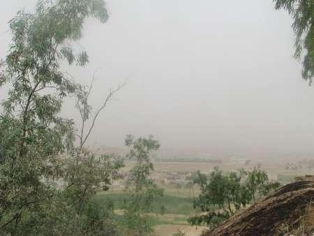 گرد و غبار موجب کاهش دید افقی در قصرشیرین شد
