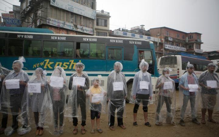 عکس | اعتراض انتحاری نپالیها نسبت به هوای آلوده!